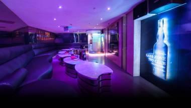 Tiwanese-Nightclub